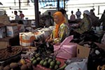 Brunei;Bruneian;Borneo;Southest_Asia;Asia;marketplaces;markets;merchants;people;persons;retailers;salespersons;sellers;shopping;vendors;woman;women;female;person;people;Bandar_Seri_Begawan;Brunei_Darussalam;Nut;vendor;market